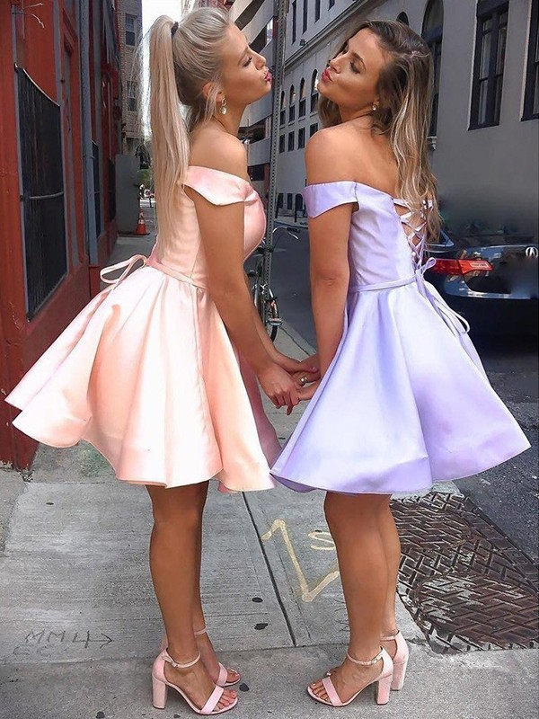 A-Line/Principessa Raso Increspature Abiti senza spalline Senza maniche Corto/Mini Homecoming Dress