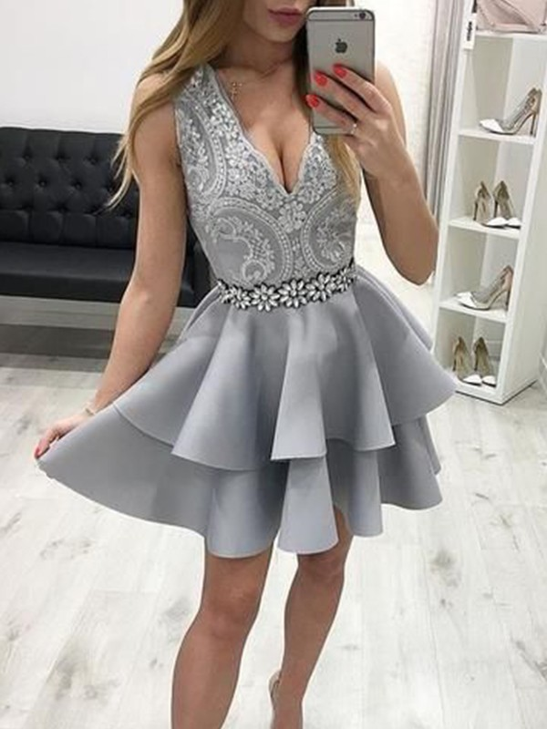 A-Line/Principessa Raso Appliques Scollatura a V Senza maniche Corto/Mini Homecoming Dress